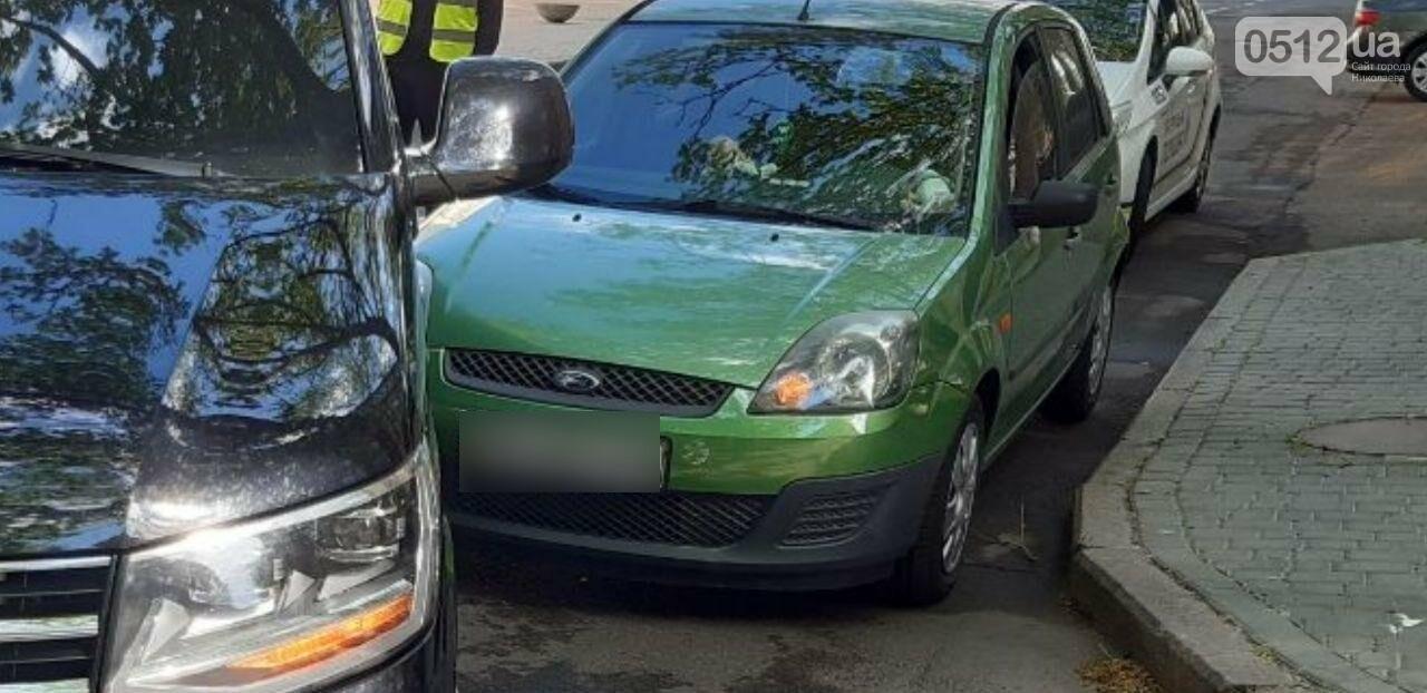 В центре николаева Ford врезался в микроавтобус Volkswagen, - ФОТО, фото-1