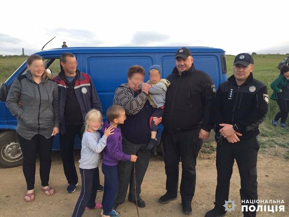 """""""Сто полицейских, дрон и служебные собаки"""": на Николаевщине нашли пропавшего мальчика, - ФОТО, фото-3"""