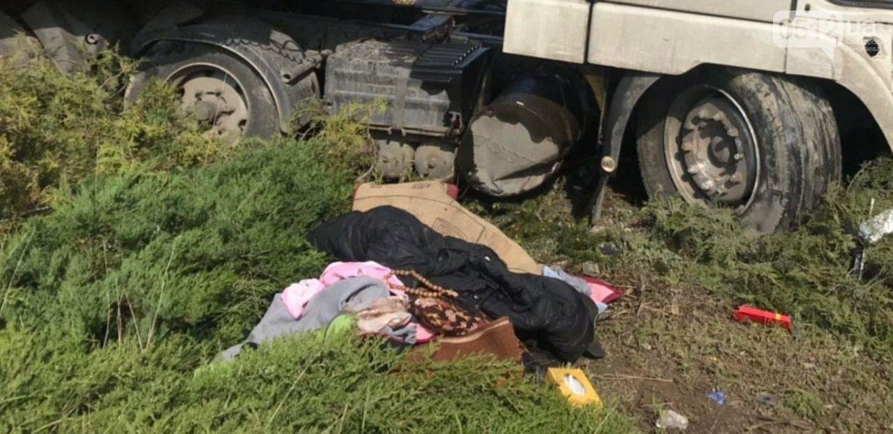 На Николаевщине фура съехала с дороги и врезалась в памятник, - ФОТО, фото-6