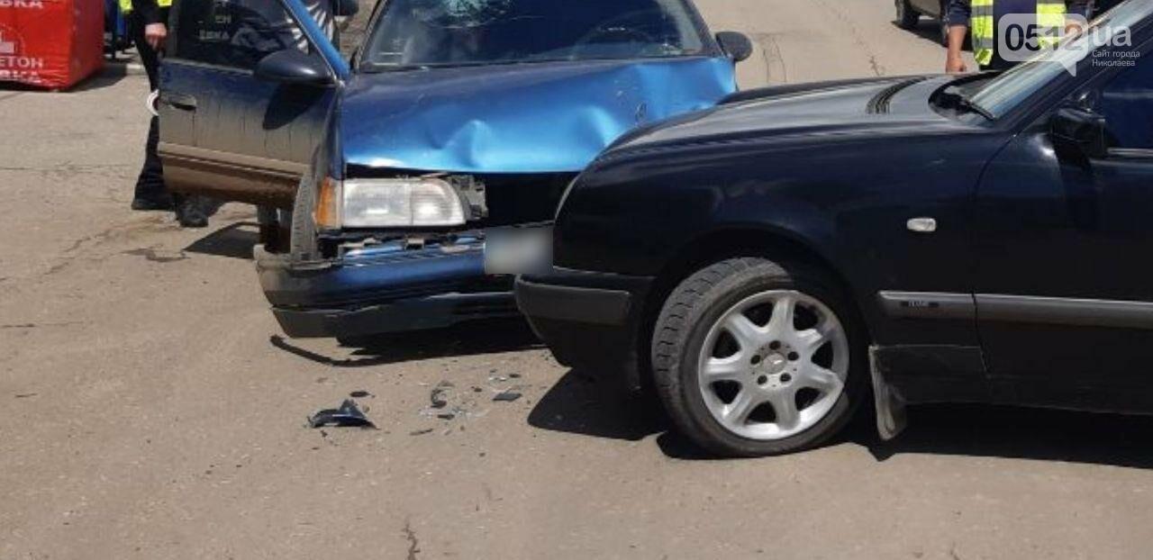 В Николаеве из-за столкновения автомобилей Mercedes и Ford пострадала пассажирка, - ФОТО, фото-1