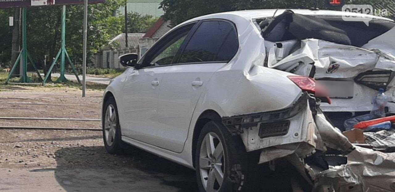 В Николаеве грузовик на полном ходу снес Volkswagen, - ФОТО, фото-2