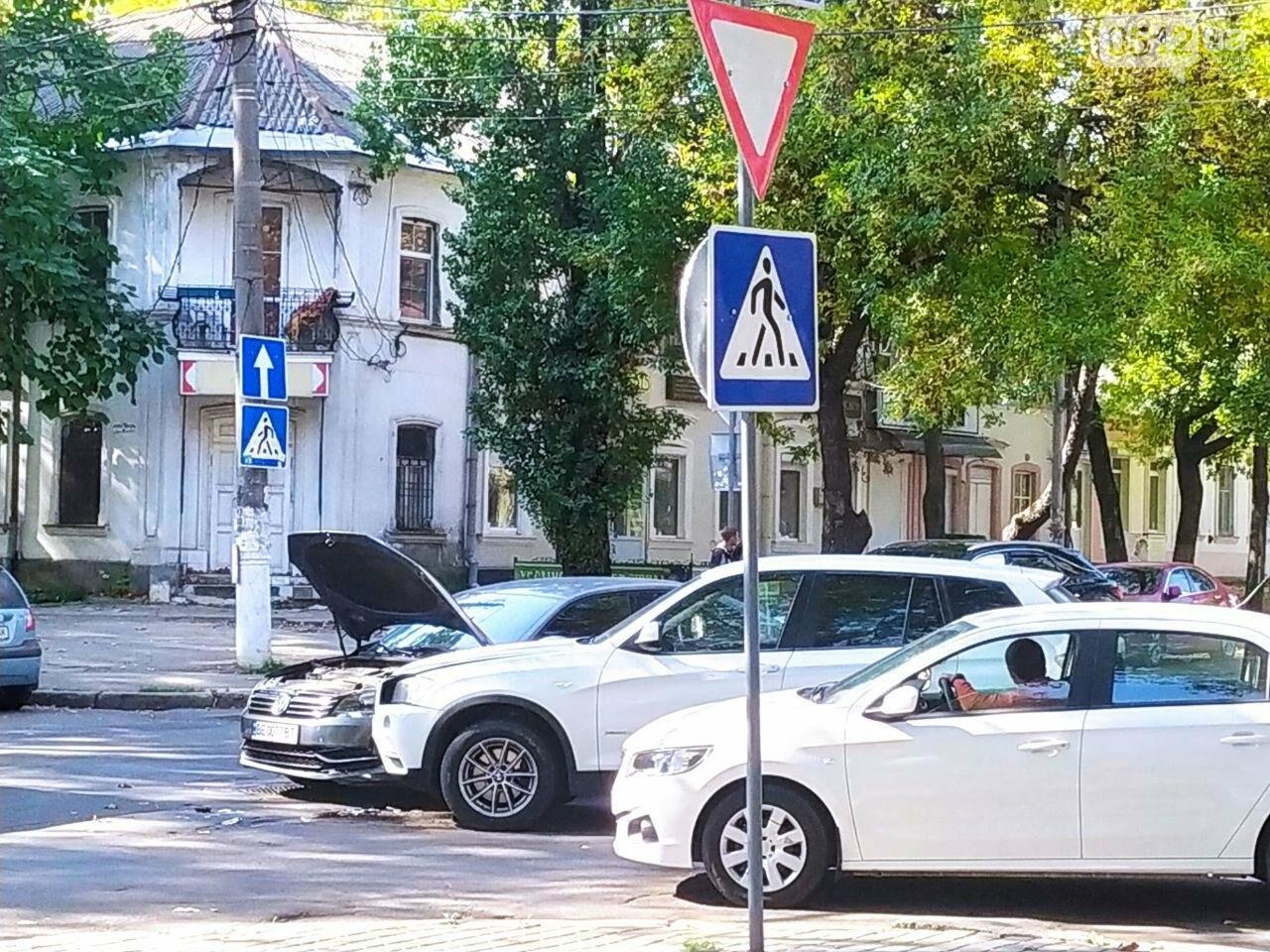 В центре Николаева столкнулись две иномарки: движение затруднено, - ФОТО, фото-1