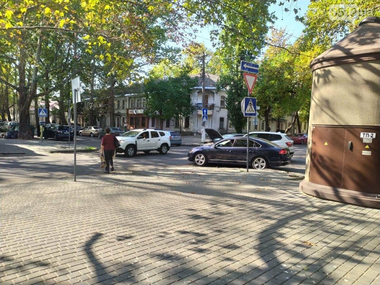 В центре Николаева столкнулись две иномарки: движение затруднено, - ФОТО, фото-3