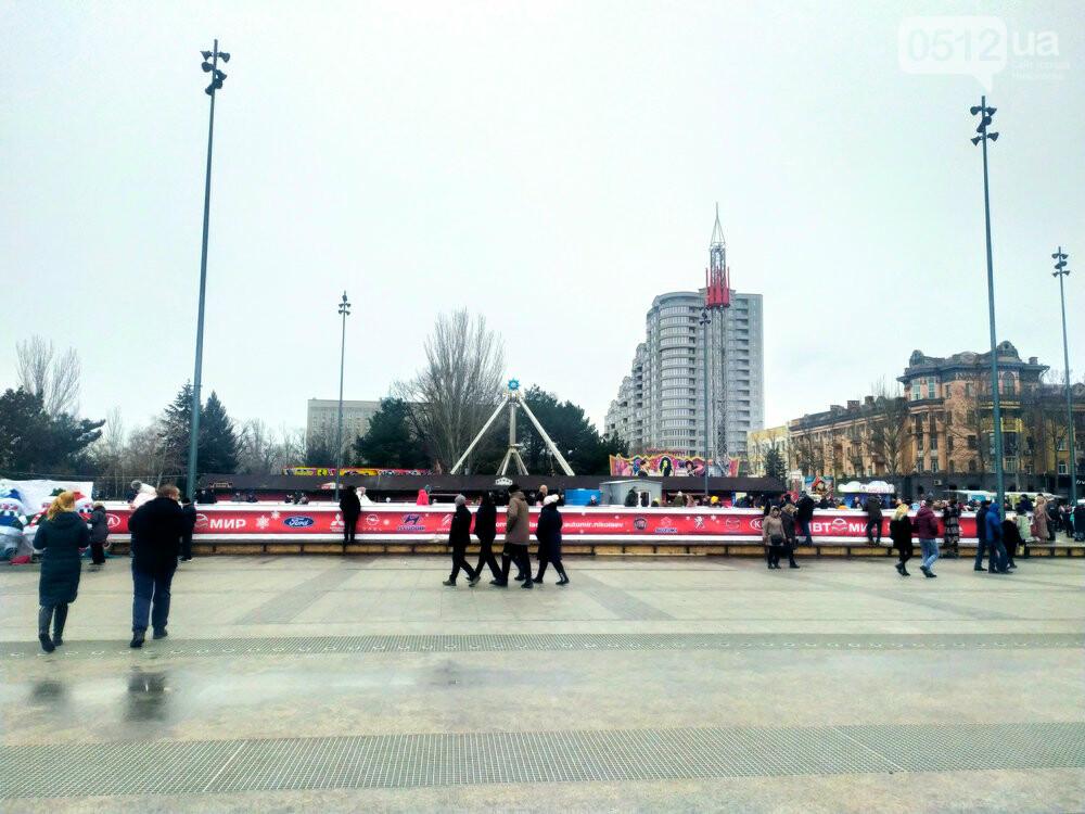 """Карантин зимних каникул"": на главной площади Николаева собирают аттракционы и не работает ярмарка, - ФОТО, фото-5"