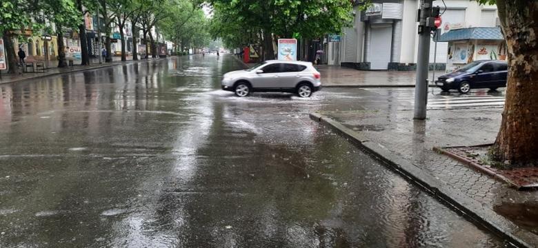 Ливень в Николаеве: некоторые улицы