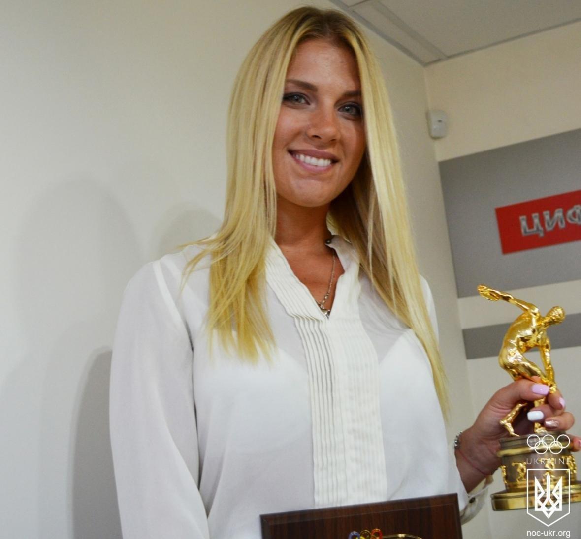 Николаевская спортсменка Ольга Харлан получила от НОК эксклюзивную статуэтку (ФОТО), фото-4