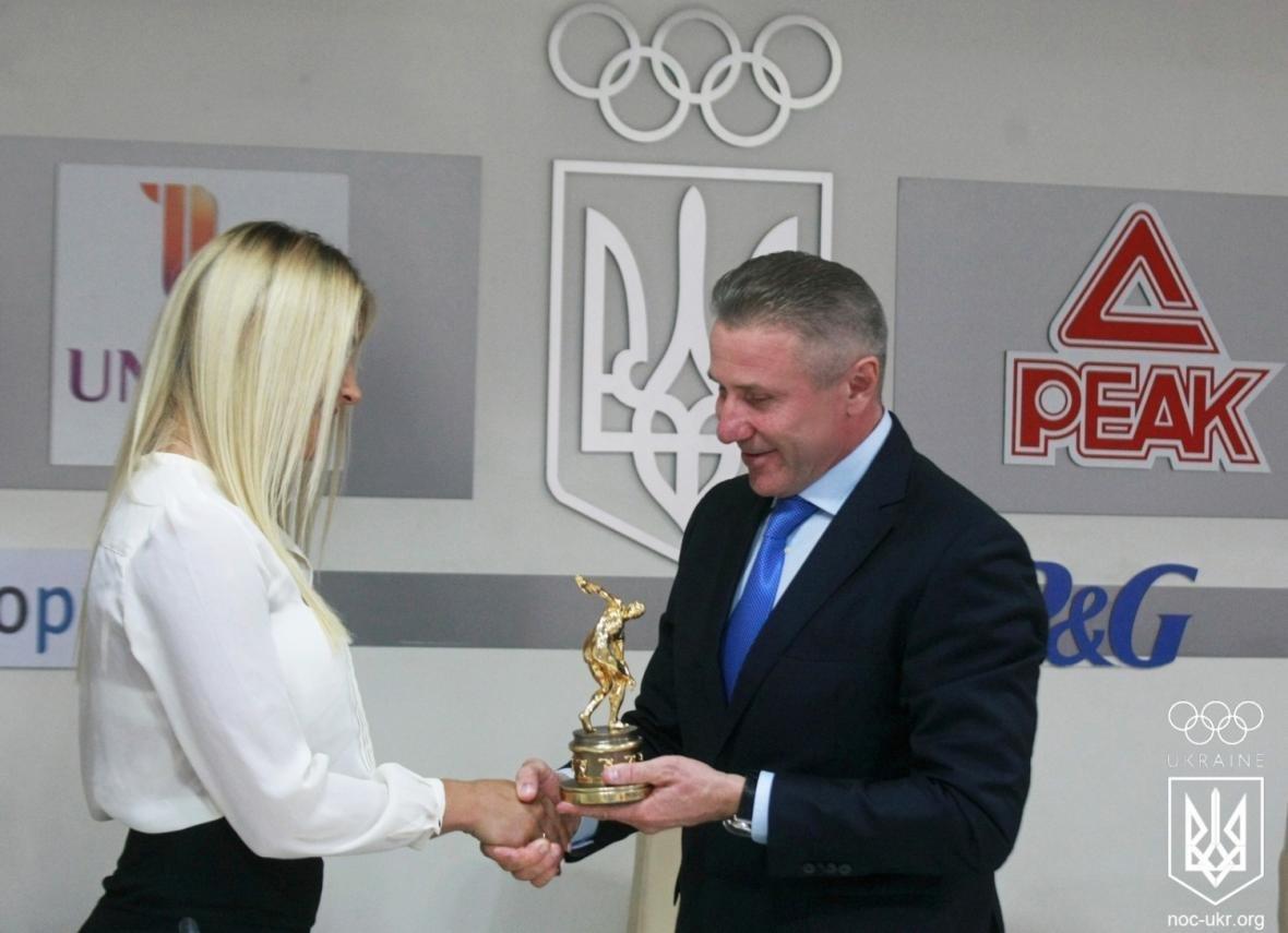 Николаевская спортсменка Ольга Харлан получила от НОК эксклюзивную статуэтку (ФОТО), фото-3
