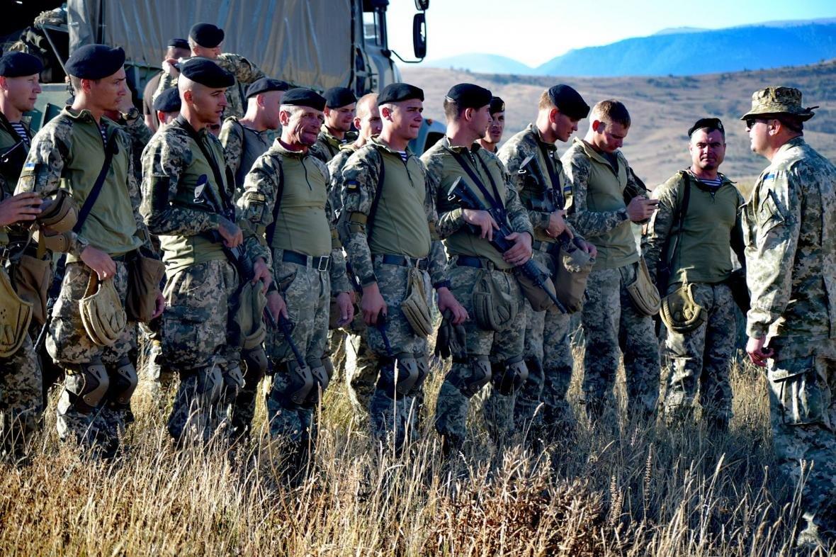 Николаевские морские пехотинцы на учениях в Грузии десантировались с АН-26 (ФОТО), фото-1