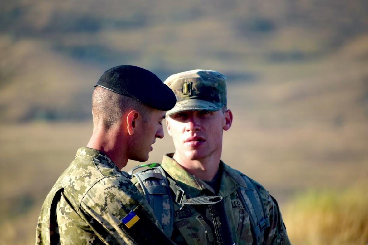 Николаевские морские пехотинцы на учениях в Грузии десантировались с АН-26 (ФОТО), фото-6