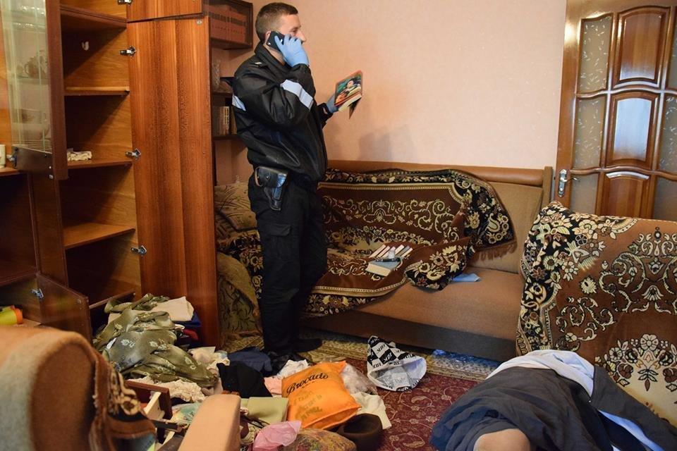 В Николаеве в собственной квартире убили пенсионерку: с ножом в шее ее тело обнаружила сестра, - ФОТО, фото-3