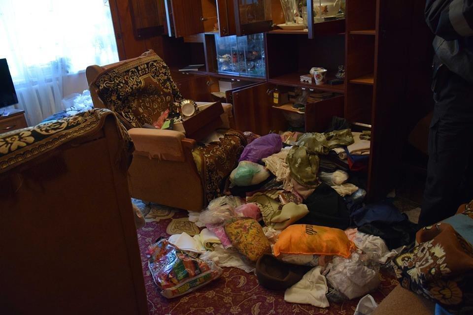 В Николаеве в собственной квартире убили пенсионерку: с ножом в шее ее тело обнаружила сестра, - ФОТО, фото-2