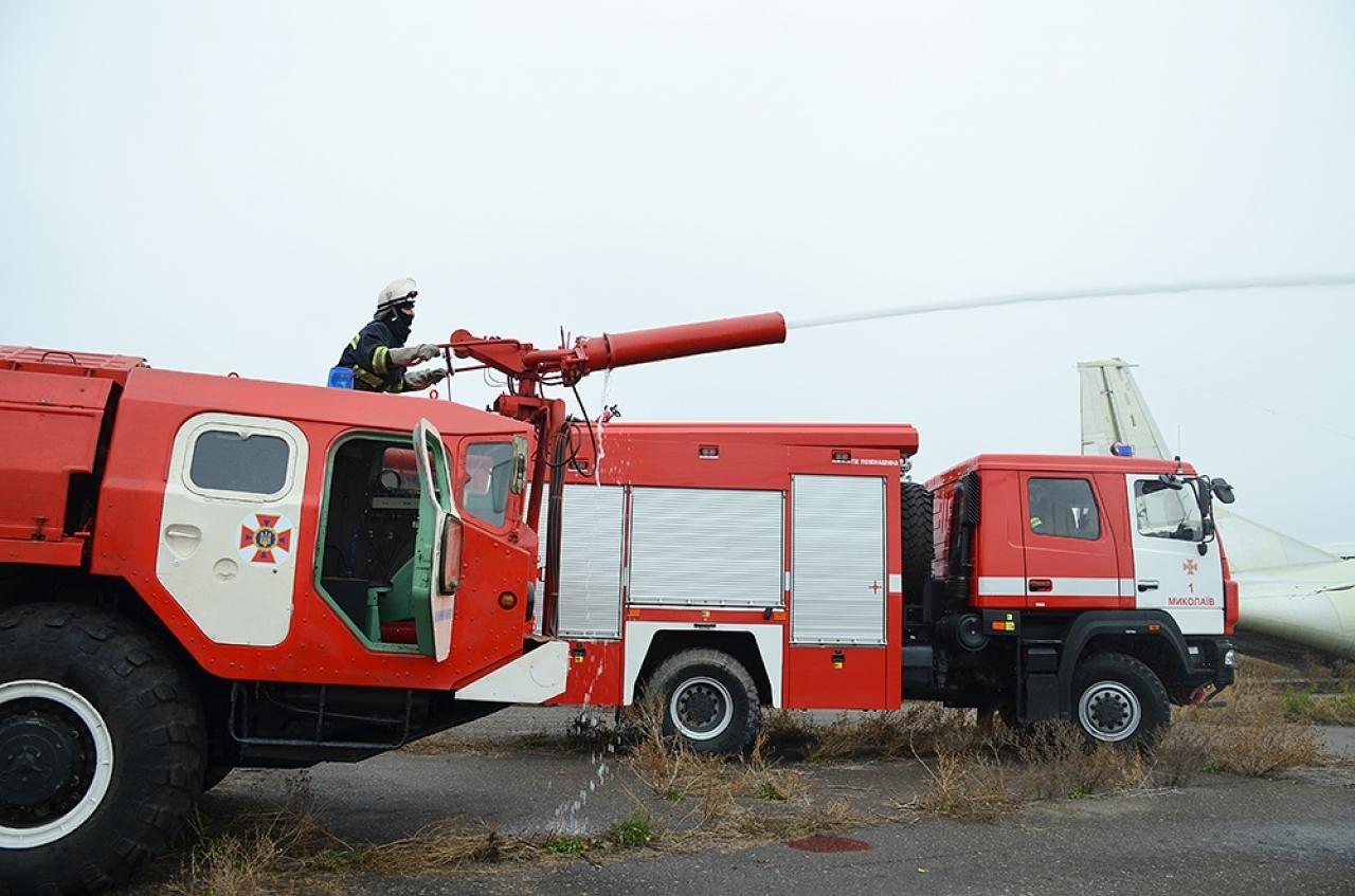 Спасатели провели учения в Николаевском международном аэропорту, - ФОТО, фото-3
