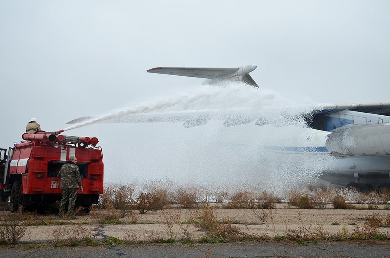 Спасатели провели учения в Николаевском международном аэропорту, - ФОТО, фото-2