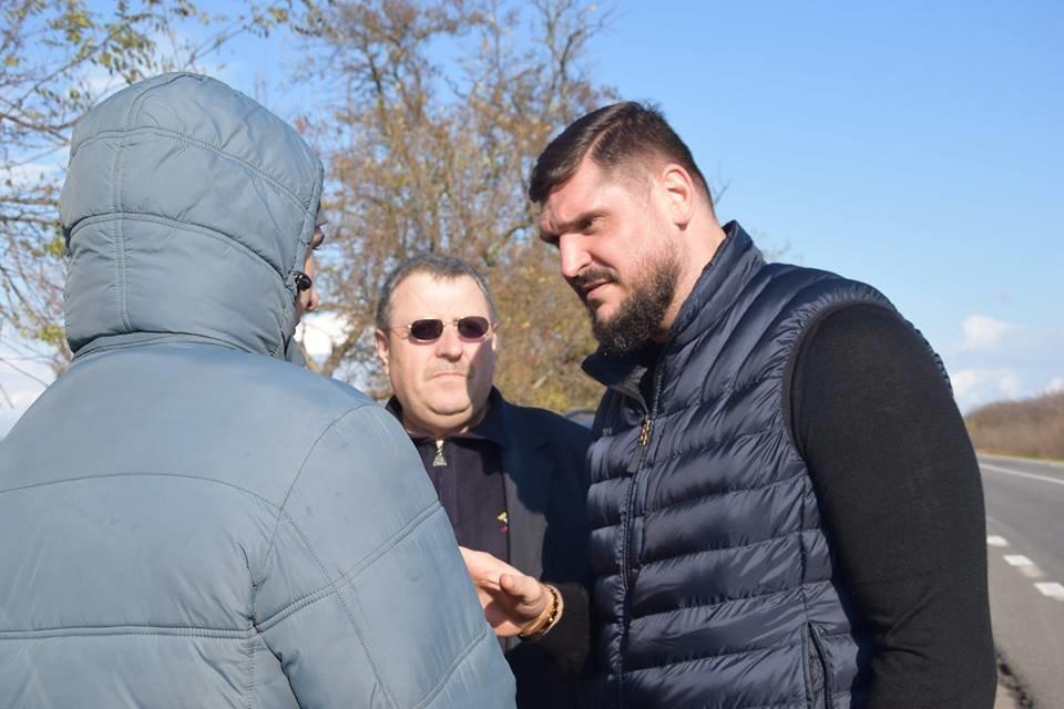 Савченко распорядился обустроить безопасную торговую точку для предпринимателей, торгующих вдоль Одесской трассы, - ФОТО, фото-1