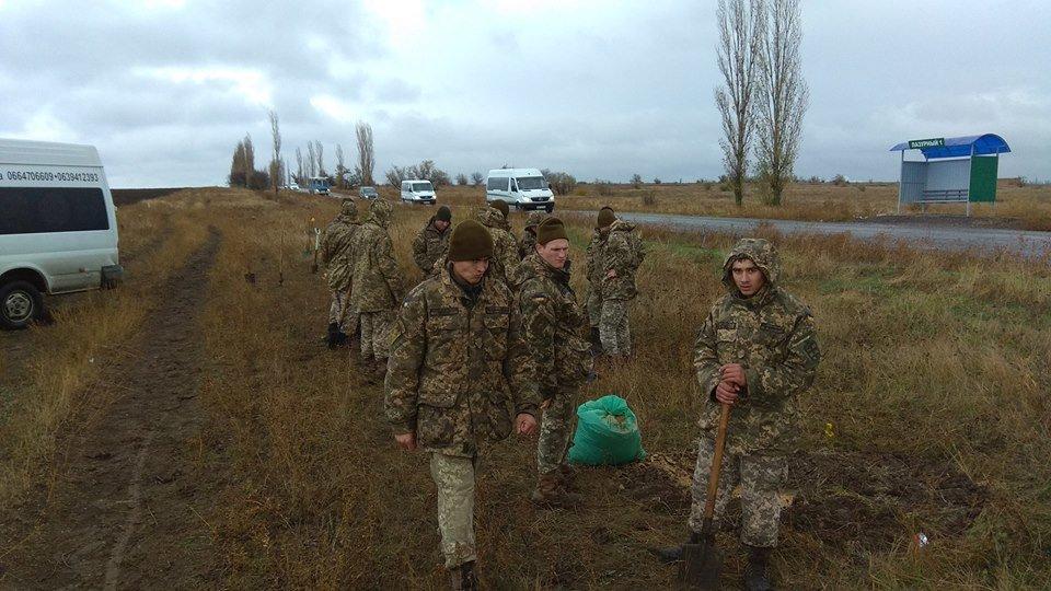 """""""Армия за экологию"""": бойцы 406-й бригады высадили около сорока деревьев в Николаеве, - ФОТО, фото-6"""