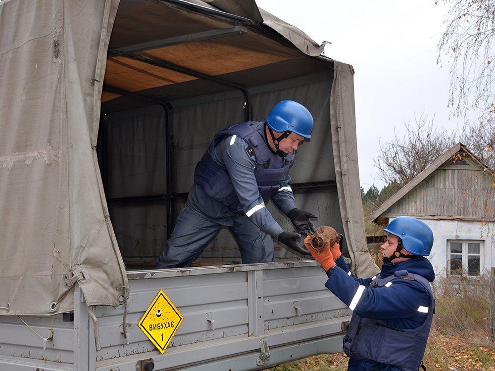 В селе на Николаевщине случайно обнаружили 63 авиабомбы, - ФОТО, фото-1