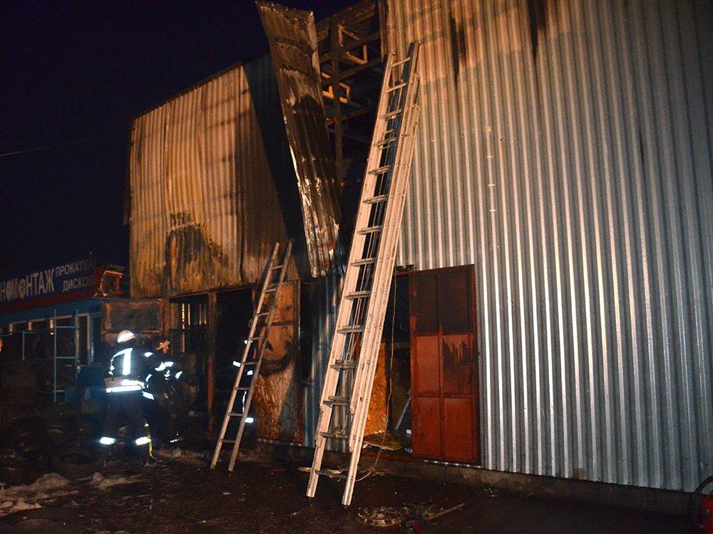 В Николаеве спасатели тушили масштабный пожар в помещении шиномонтажа, - ФОТО, фото-8