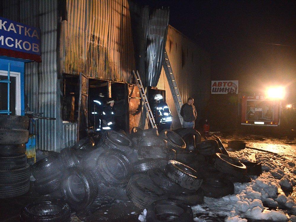 В Николаеве спасатели тушили масштабный пожар в помещении шиномонтажа, - ФОТО, фото-7