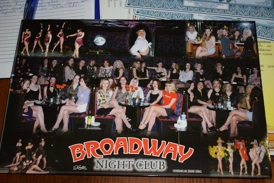 В Николаеве школьный учитель хореографии под предлогом работы в турецких ночных клубах отправлял девушек заниматься проституцией , фото-3