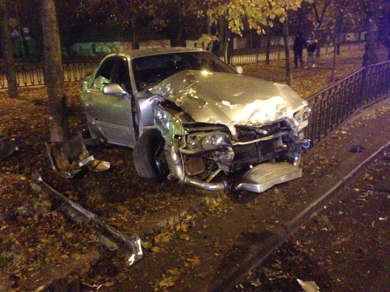 Ночью на проспекте Центральном автомобиль Toyota вылетел на аллею, - ФОТО, фото-4