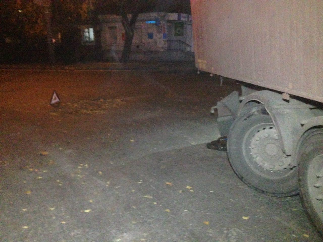 "В Николаеве из-за ямы на дороге фура ""потеряла"" колеса, - ФОТО, фото-5"