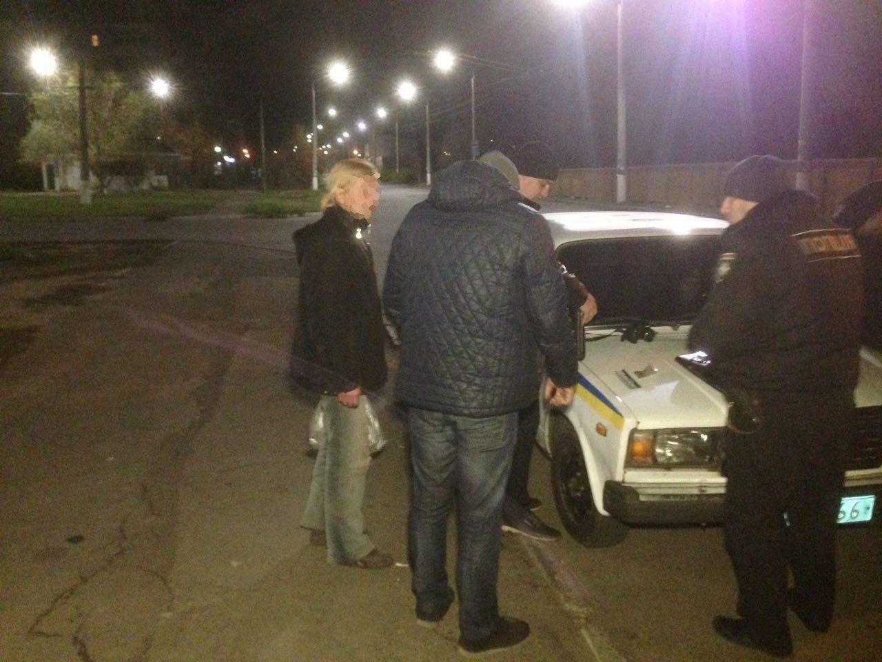 Николаевские патрульные задержали мужчину, искавшего наркотики, - ФОТО, фото-3