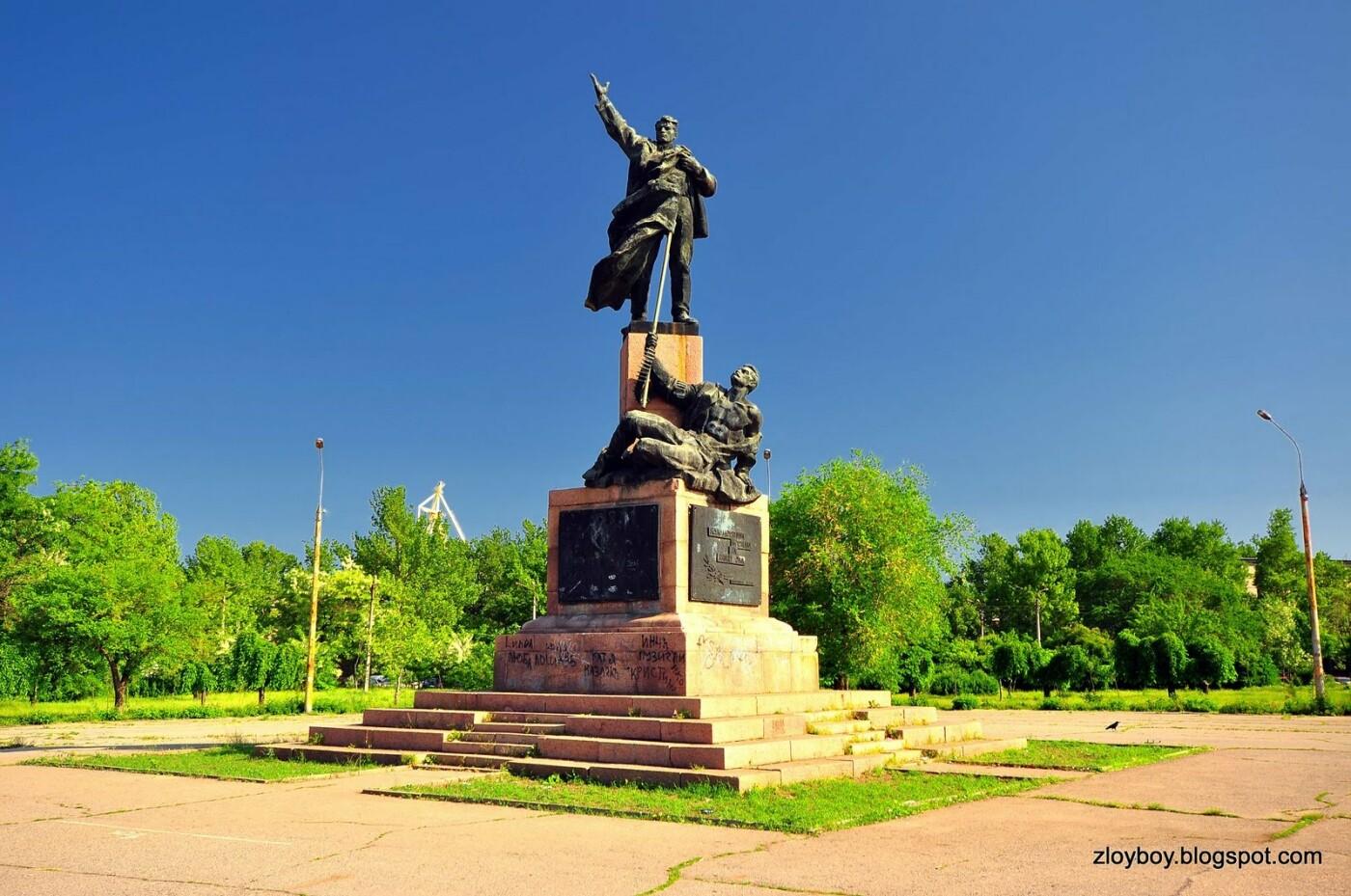 В следующем году в Николаеве планируют демонтировать памятники Ленинскому Комсомолу и Борцам за власть Советов, фото-1