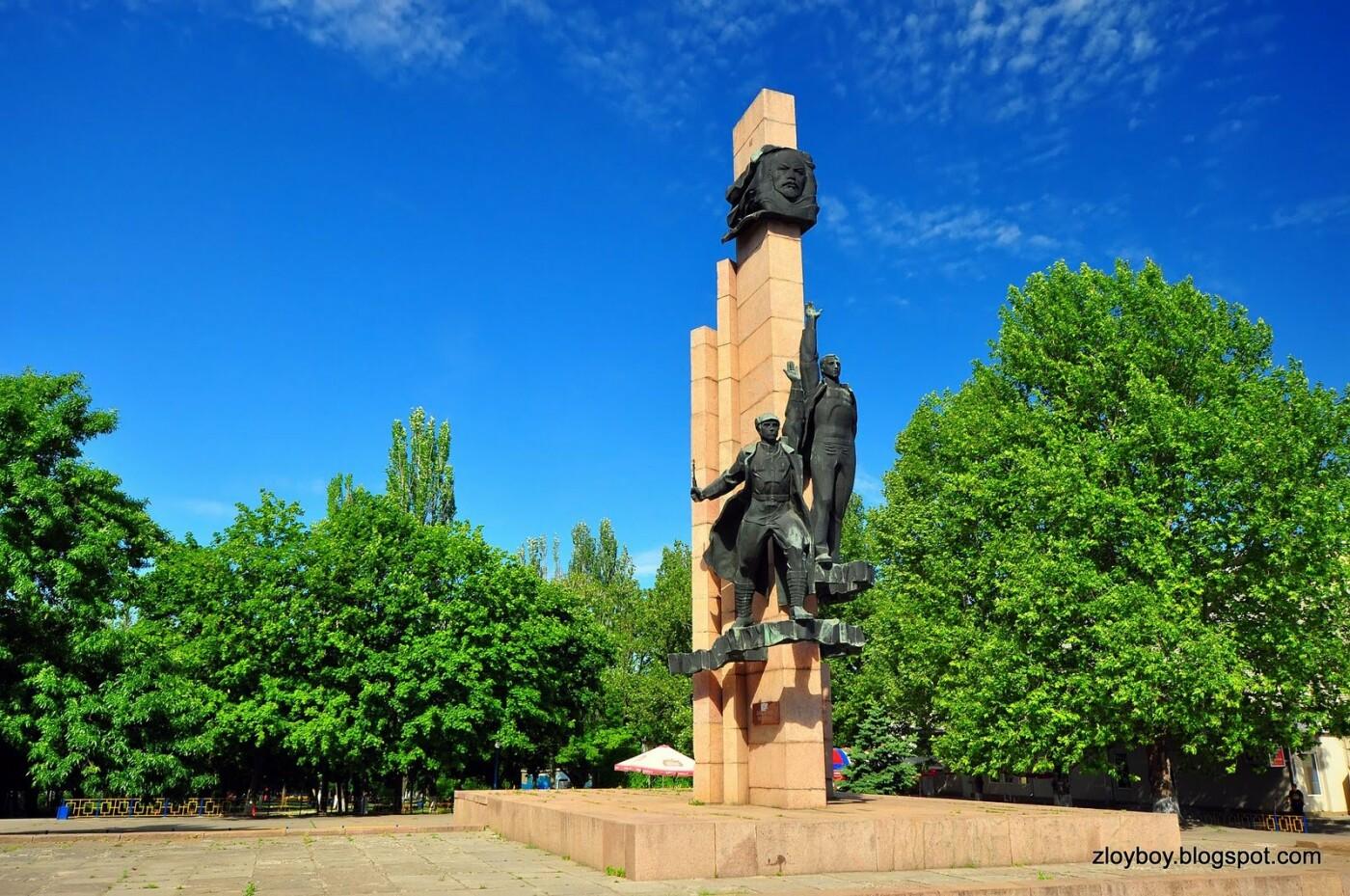 В следующем году в Николаеве планируют демонтировать памятники Ленинскому Комсомолу и Борцам за власть Советов, фото-2