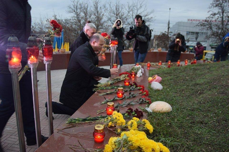 Николаевцы почтили память жертв Голодомора, - ФОТО, фото-3