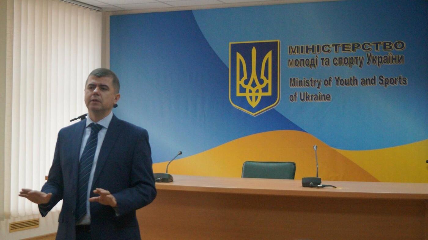Сотня лучших николаевских студентов посетили Верховную Раду и Министерство молодежи и спорта , фото-1