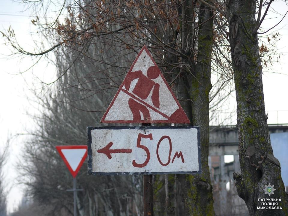 Николаевские патрульные проверили состояние дорожных знаков на Херсонском шоссе, - ФОТО, фото-1
