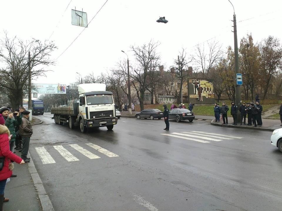 Движение по Варваровскому мосту разблокировано, фото-1