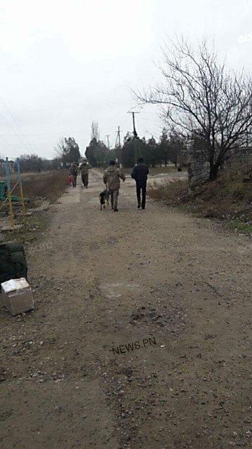 «Теплая встреча», – вернувшихся из зоны АТО бойцов «Святого Николаева» обыскивают оперативники ВБ и кинологи с собаками, ФОТО, фото-3