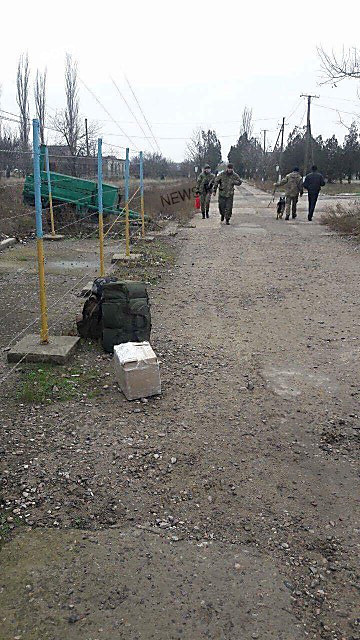 «Теплая встреча», – вернувшихся из зоны АТО бойцов «Святого Николаева» обыскивают оперативники ВБ и кинологи с собаками, ФОТО, фото-2