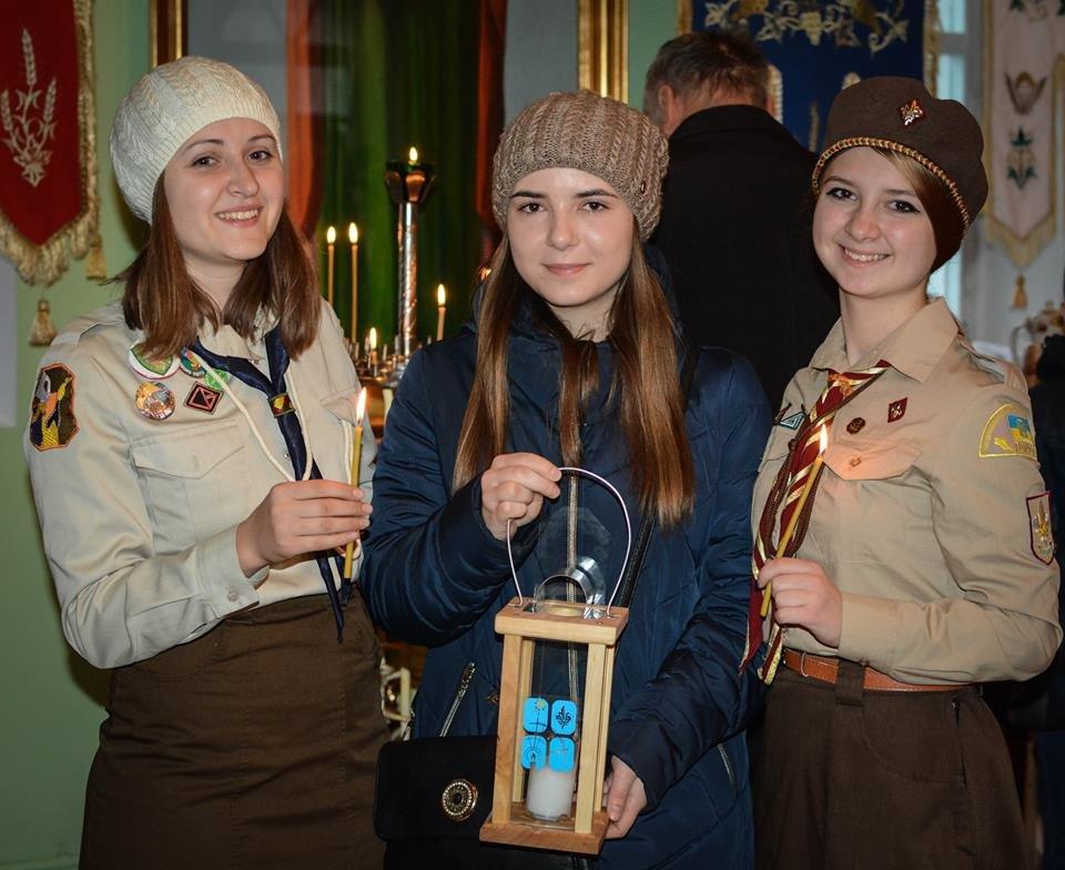 Студенты Украинской Академии Лидерства привезли в Николаев Вифлеемский огонь мира, ФОТО, фото-1