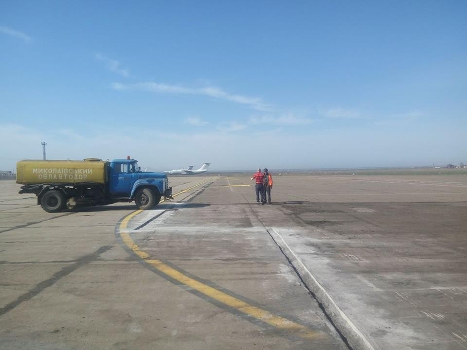 Облавтодор ремонтирует перрон в Николаевском аэропорту, - ФОТО, фото-2