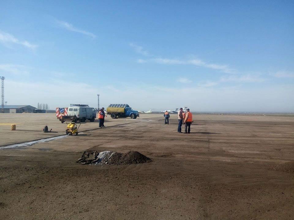 Облавтодор ремонтирует перрон в Николаевском аэропорту, - ФОТО, фото-5