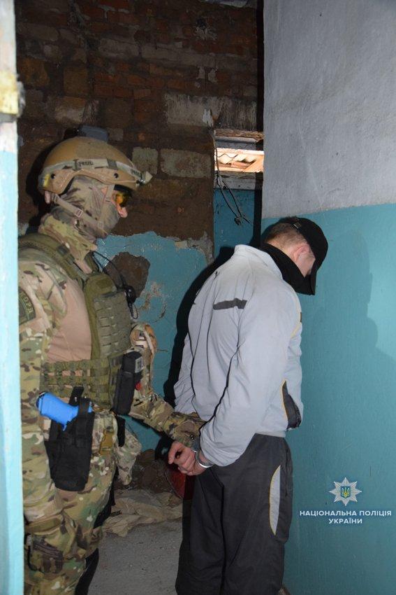 В Николаеве КОРД штурмом брал заброшенную туристическую базу, чтобы освободить заложника-инкассатора от вооруженных преступников, - ФОТО, В..., фото-5