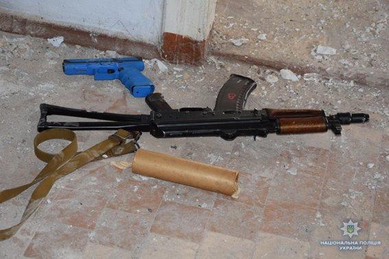 В Николаеве КОРД штурмом брал заброшенную туристическую базу, чтобы освободить заложника-инкассатора от вооруженных преступников, - ФОТО,..., фото-12
