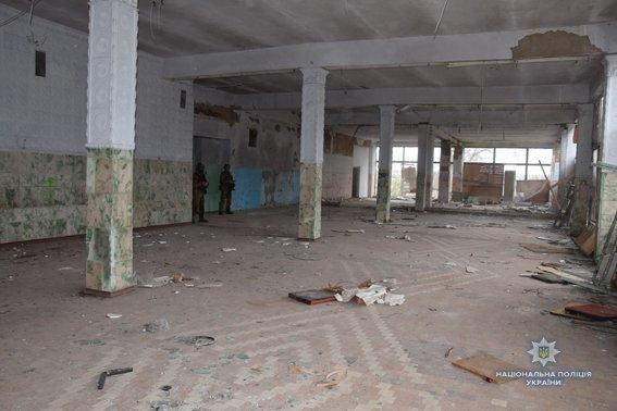 В Николаеве КОРД штурмом брал заброшенную туристическую базу, чтобы освободить заложника-инкассатора от вооруженных преступников, - ФОТО,..., фото-10