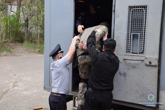 В Николаеве КОРД штурмом брал заброшенную туристическую базу, чтобы освободить заложника-инкассатора от вооруженных преступников, - ФОТО,..., фото-11