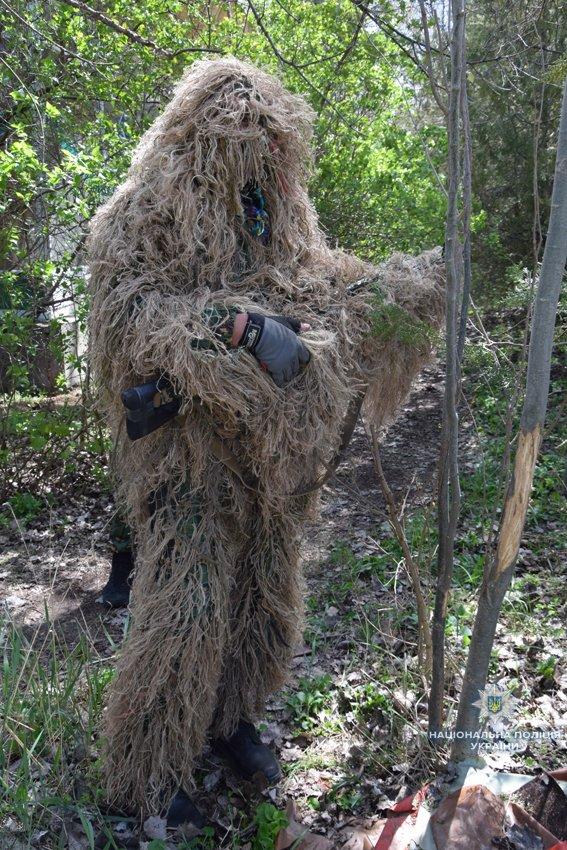 В Николаеве КОРД штурмом брал заброшенную туристическую базу, чтобы освободить заложника-инкассатора от вооруженных преступников, - ФОТО,..., фото-14