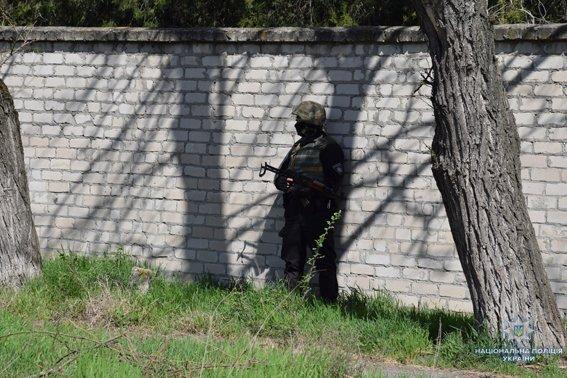 В Николаеве КОРД штурмом брал заброшенную туристическую базу, чтобы освободить заложника-инкассатора от вооруженных преступников, - ФОТО, В..., фото-3