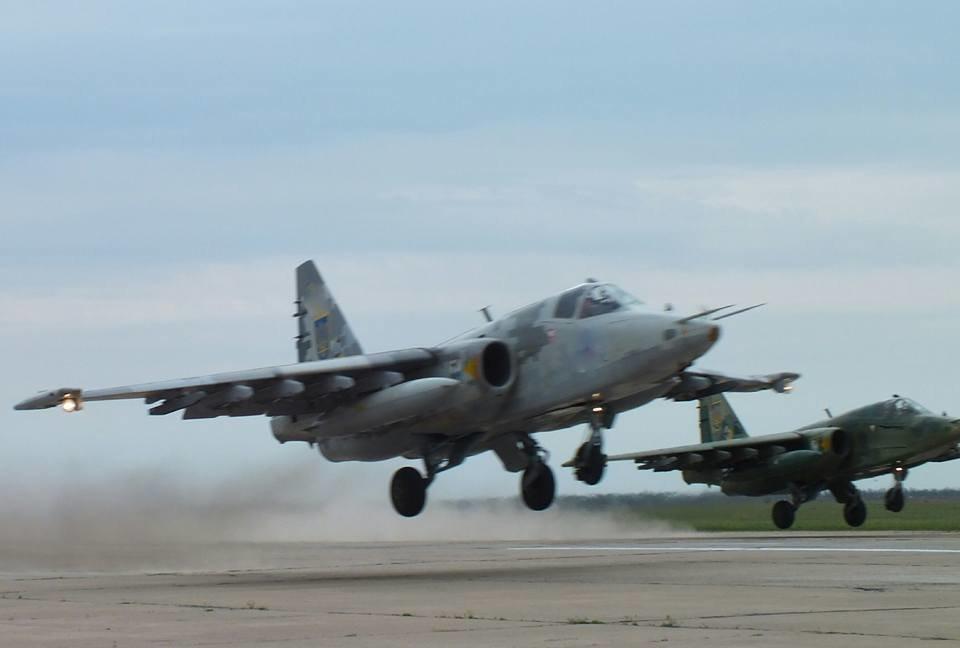 Над Николаевом летают боевые самолеты, - ФОТО, фото-5