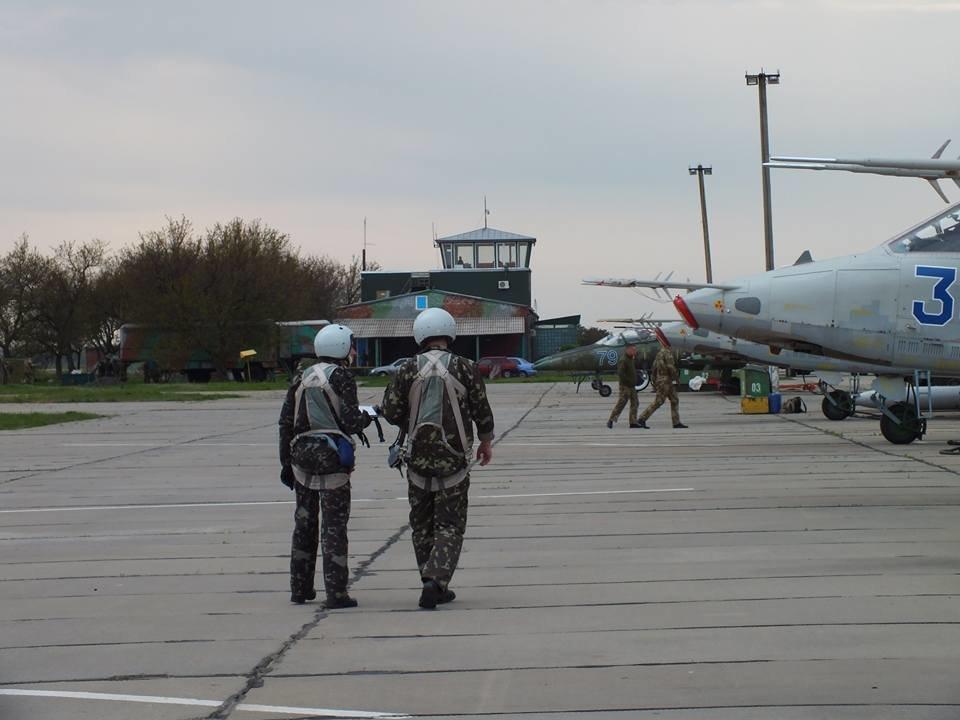 Над Николаевом летают боевые самолеты, - ФОТО, фото-3