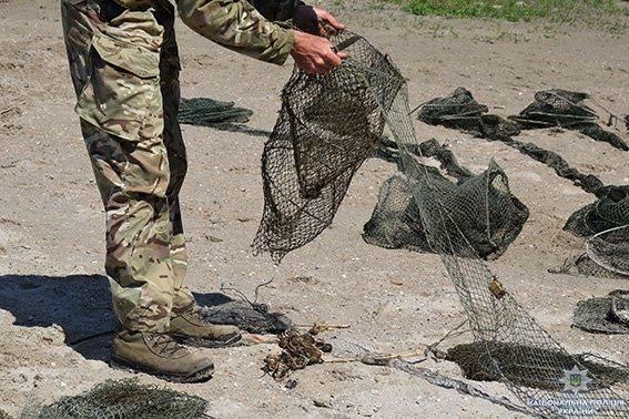 Николаевские полицейские вновь изъяли почти 200 браконьерских орудий для ловли раков, - ФОТО, фото-7