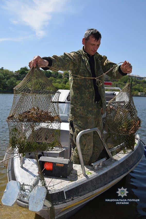 Николаевские полицейские вновь изъяли почти 200 браконьерских орудий для ловли раков, - ФОТО, фото-8