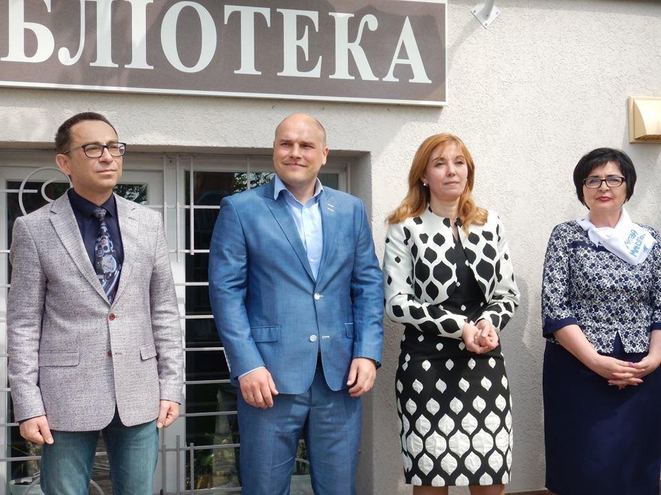 """В Николаеве торжественно открыли """"книжную оранжерею"""", - ФОТО, фото-8"""
