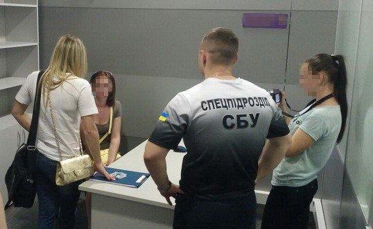 На Николаевщине поймали торговцев людьми, продающих украинок в секс-рабство, - ФОТО, ВИДЕО, фото-10