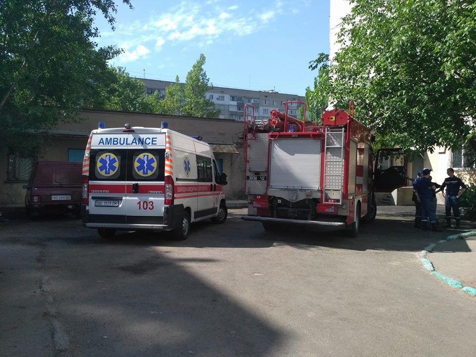 В Николаеве на Центральном проспекте загорелась квартира: один человек госпитализирован, - ФОТО, ВИДЕО, фото-1